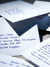 Handschriftlich adressierte Briefumschläge von Pensaki